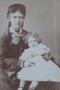Alice de Boisroger sur les genus de sa mère Léonie Gilbert (1842-1919)