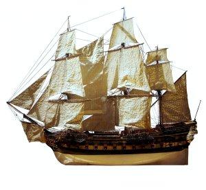 Modèle d'un vaisseau de 64 canons.«Protecteur mg 9407» par Model workshop of a shipyard, circa 1770 — Med. Sous licence CC BY-SA 3.0 via Wikimedia Commons -